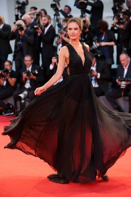 Izabel Goulart vestido preto