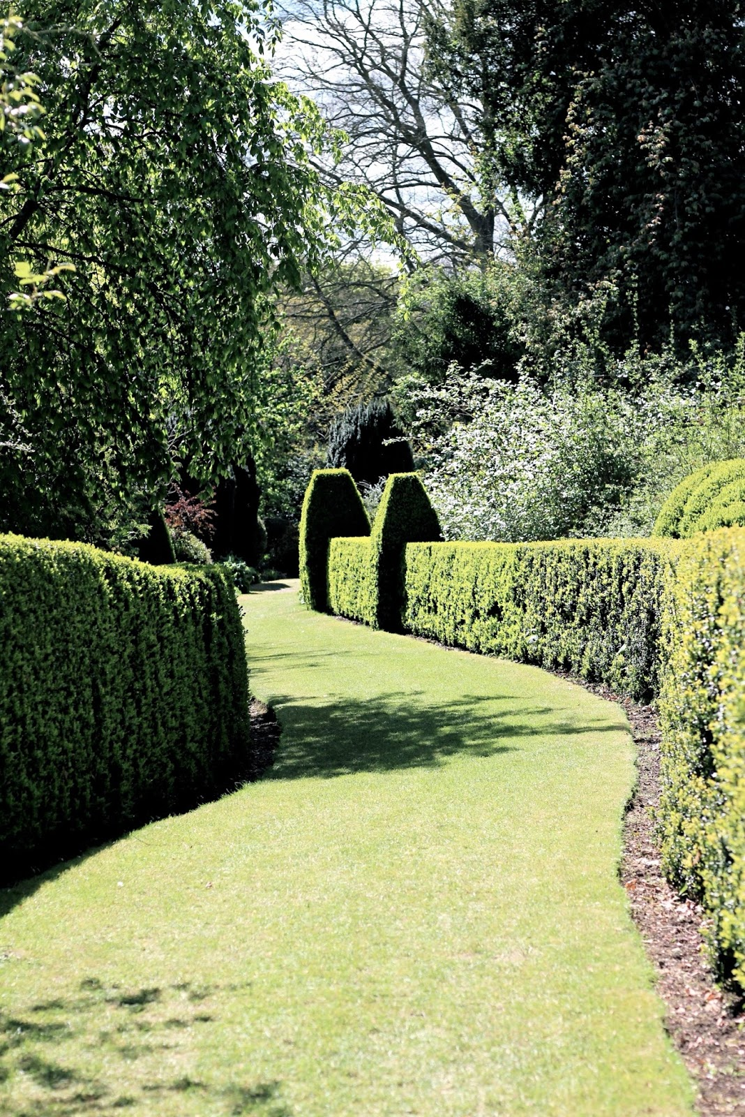 Beautiful Hedged English Garden Trail