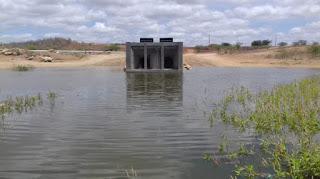 Faltam 30 centímetros para água da transposição seguir para Camalaú