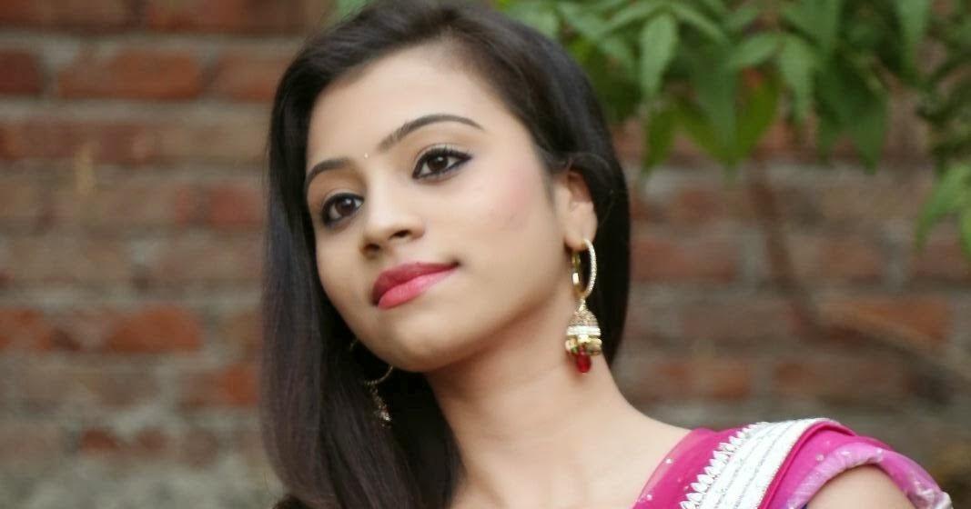Indian Hot Actress: Priyanka Hot Deep Navel Pics In Pink Saree
