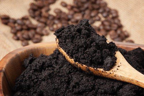 Préparer une crème naturelle au café pour prendre soin du contour des yeux