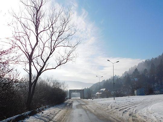 Stalowy most nad Wisłoką.