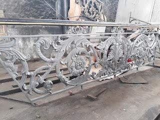 Contoh produk Railing tangga besi tempa mewah