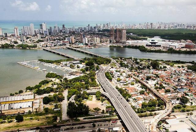 Secretaria de Turismo de Pernambuco promove recepção especial no aeroporto em comemoração ao Dia Mundial do Turismo
