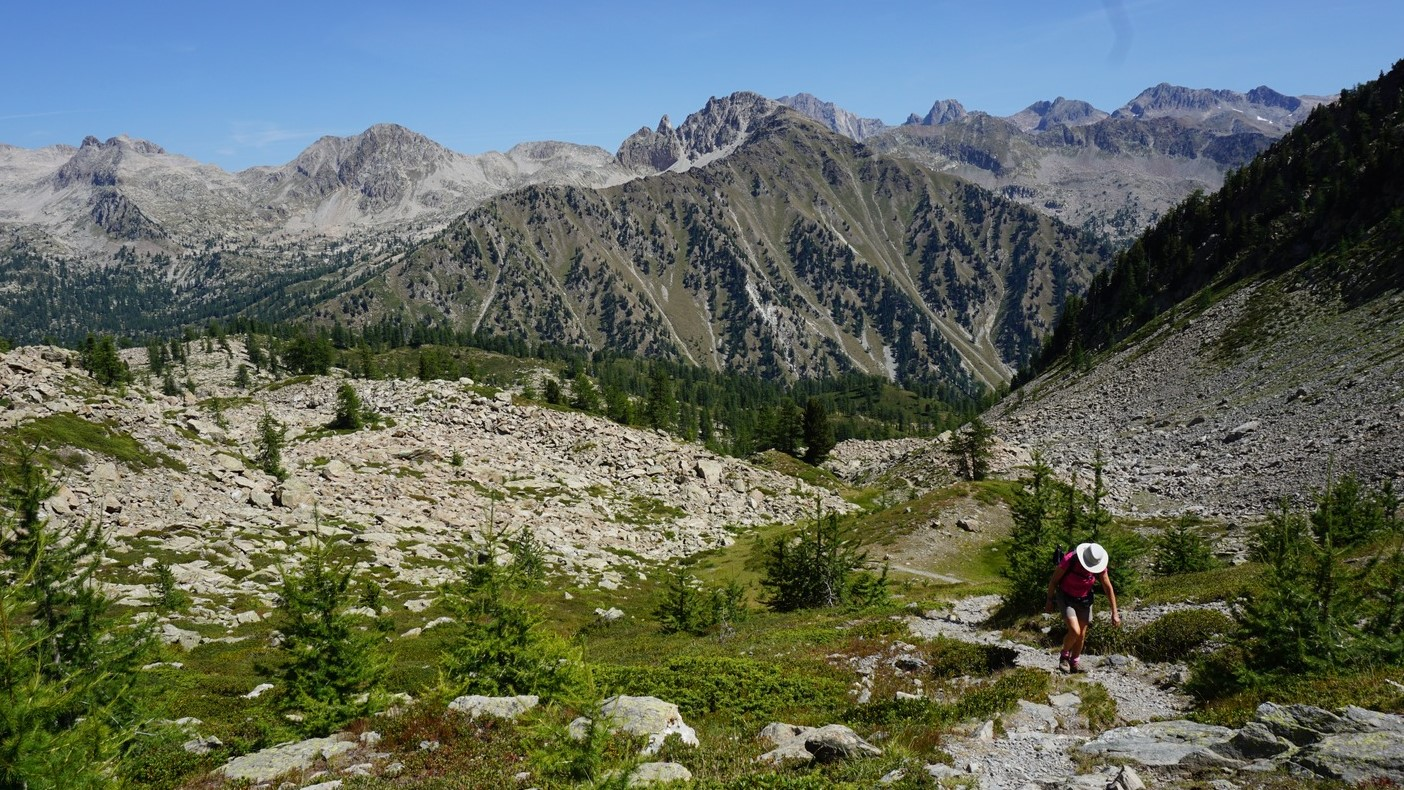 The trail above Lacs des Adus Boréon