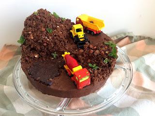 Lískooříškovo-čokoládový stavební dort