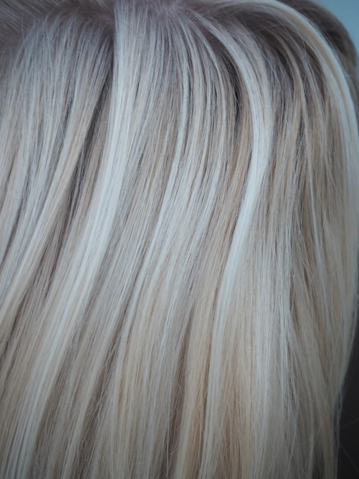 vaalean toffeen väriset hiukset