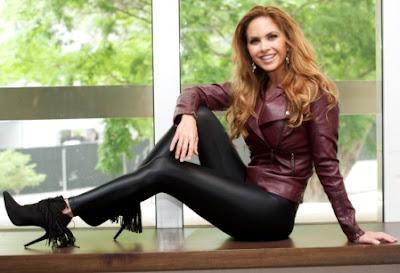 Foto de Lucero con ropa de cuero