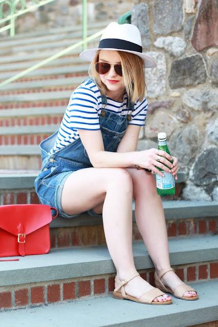 http://www.poorlittleitgirl.com/american-eagle-denim-overalls/