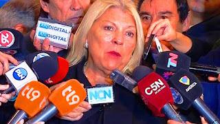 """""""Hoy no hay despidos en la Argentina"""", remarcó Carrió en diálogo con la prensa en el Congreso, donde no se pudo tratar la sesión especial el proyecto de emergencia ocupacional que tiene la media sanción del Senado, por falta de quórum."""