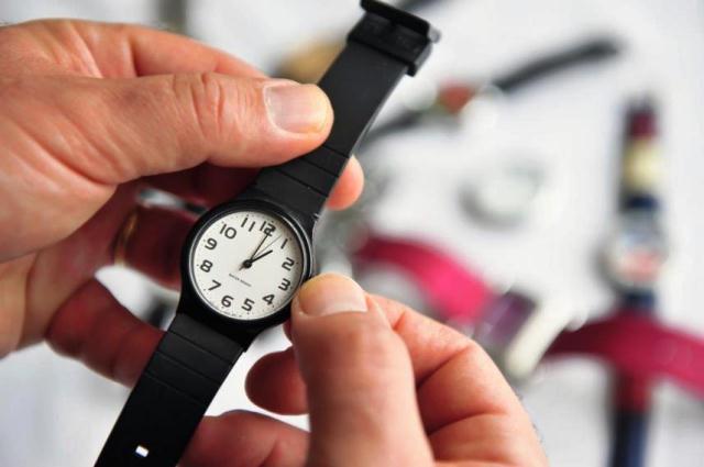 Horário de verão termina à 0h de domingo; relógio deve ser atrasado em 1 hora