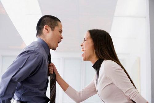Đừng cãi nhau khi chồng đang nóng