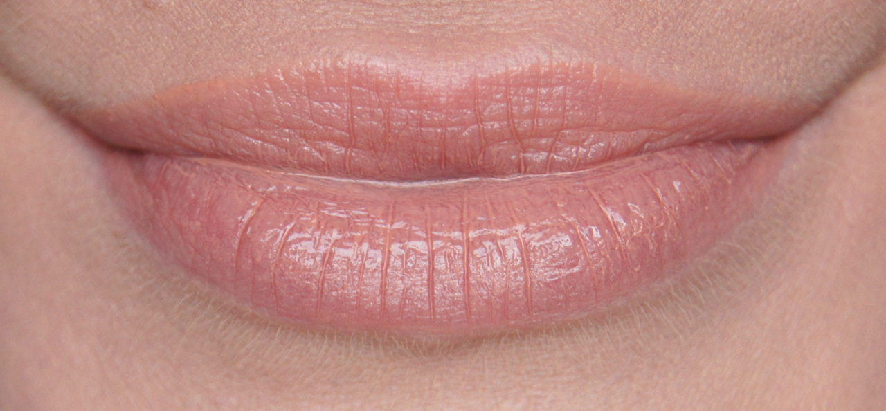 rimmel apocalips lip lacquer 600 nude eclipse swatch