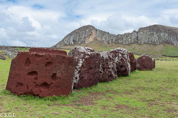 Pukaos en el Ahu Tongariki. Isla de Pascua