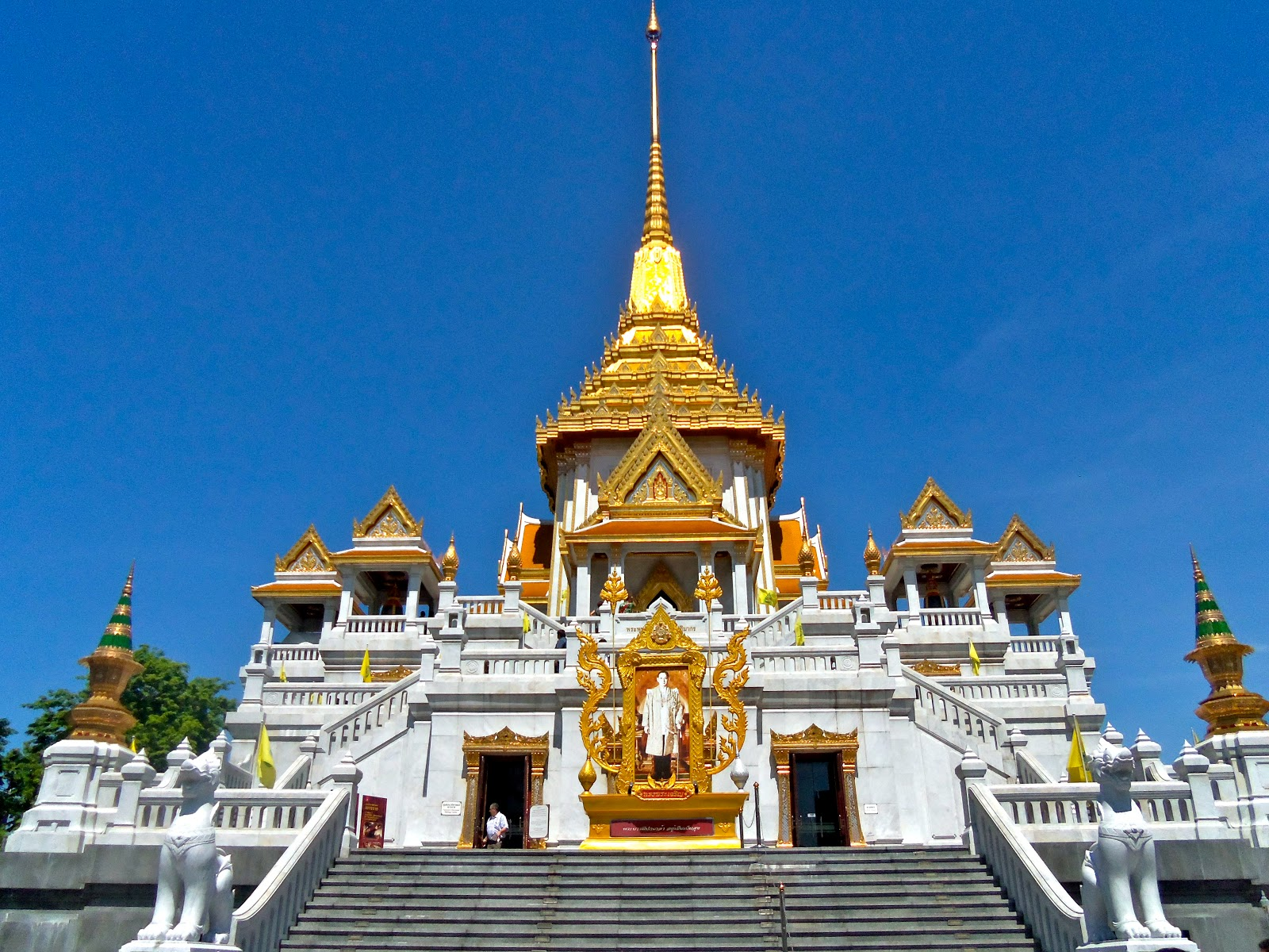 The Stunning Beauty of Temple of Golden Buddha in Thailand