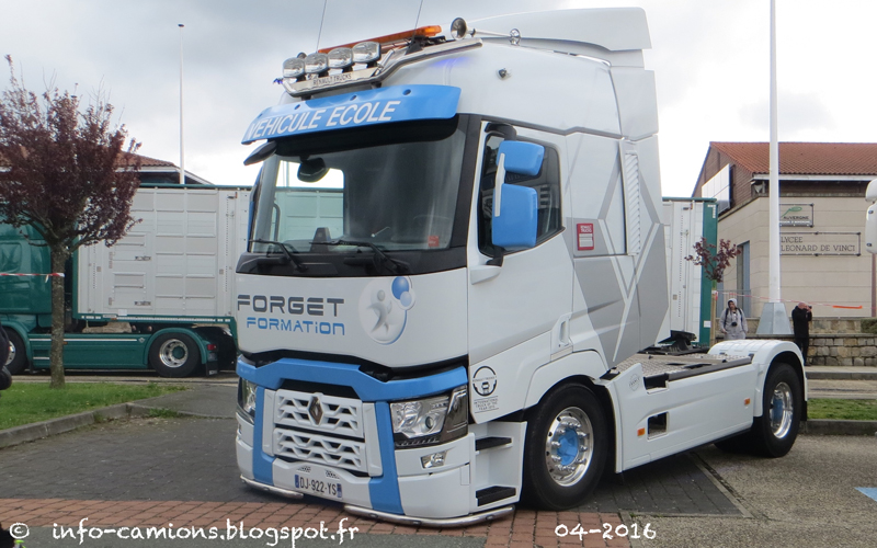 Info camions renault t forget formation for Interieur camion renault t