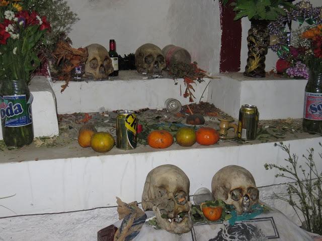 der Friedhof von Tahua ist sehenswert
