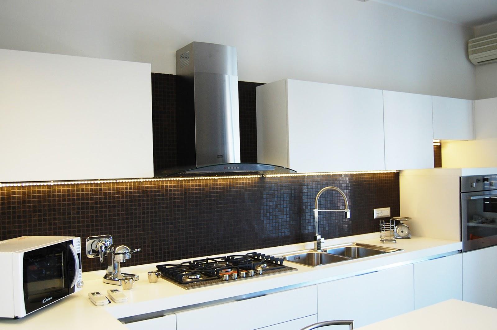 Illuminazione led casa illuminazione sottopensile a led - Striscia led sottopensile cucina ...