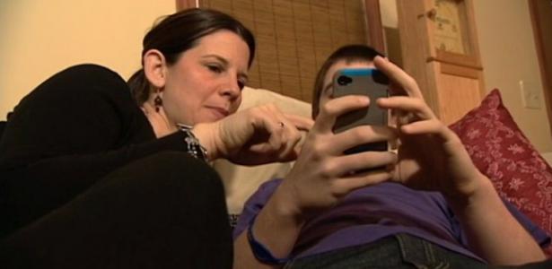 Resultado de imagen de madres educando con movil