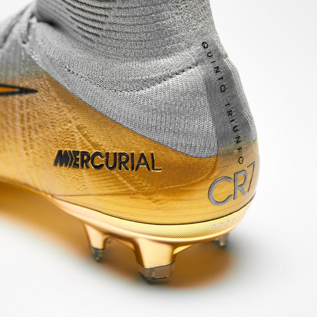 Nike regala a Cristiano Ronaldo botas nuevas por su quinto Balón de Oro 673ca2b3ea377