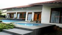 villa di lembang dengan kolam renang untuk keluarga