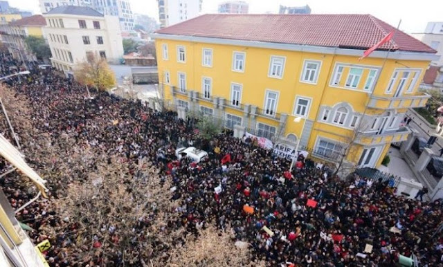 """National Boycott of Education in Albania; Students published """"the corrupted professors""""?"""