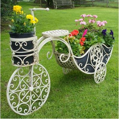 Tricycle atau sepeda roda tiga ini tidak dirancang sebagai alat transportasi, tapi dirancang untuk menjadi bagian dari dekorasi taman.