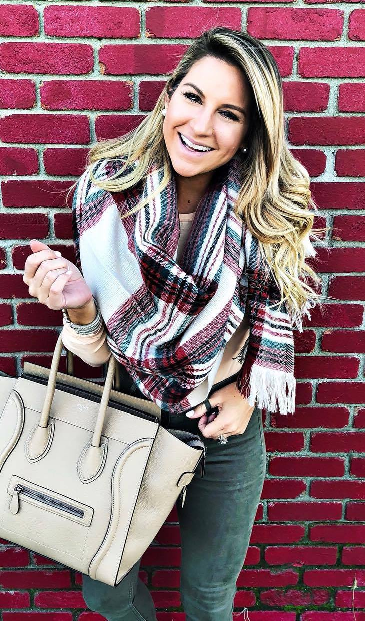 casual outfit inspiration / palid scarf + white top + bag + skinny jeans