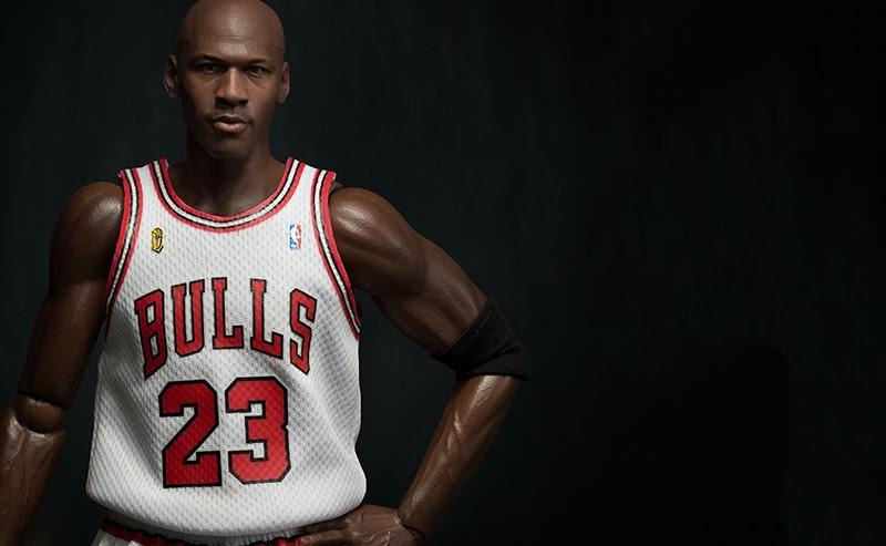 1f94ae93afdea2 NBA Collection Real Masterpiece Action figure 1 6 Michael Jordan (Home  Edition) 33 cm