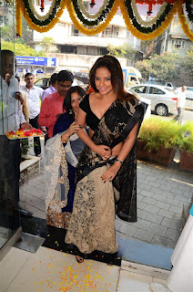 Neetu Chandra in Black Saree at Designer Sandhya Singh Store Launch Mumbai (63).jpg