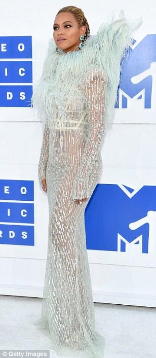 Beyonce, Kim Kardashian and Nicki Minaj and others at the MTV VMAs red carpet