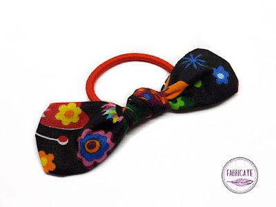 Gumeczka do włosów w kolorze czarnym w kwiaty motyle