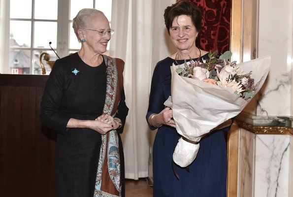 Queen Margrethe II presented Ebbe Munck's Honorary Plaque to ProfessorKatherine Richardson at Christiansborg Palace