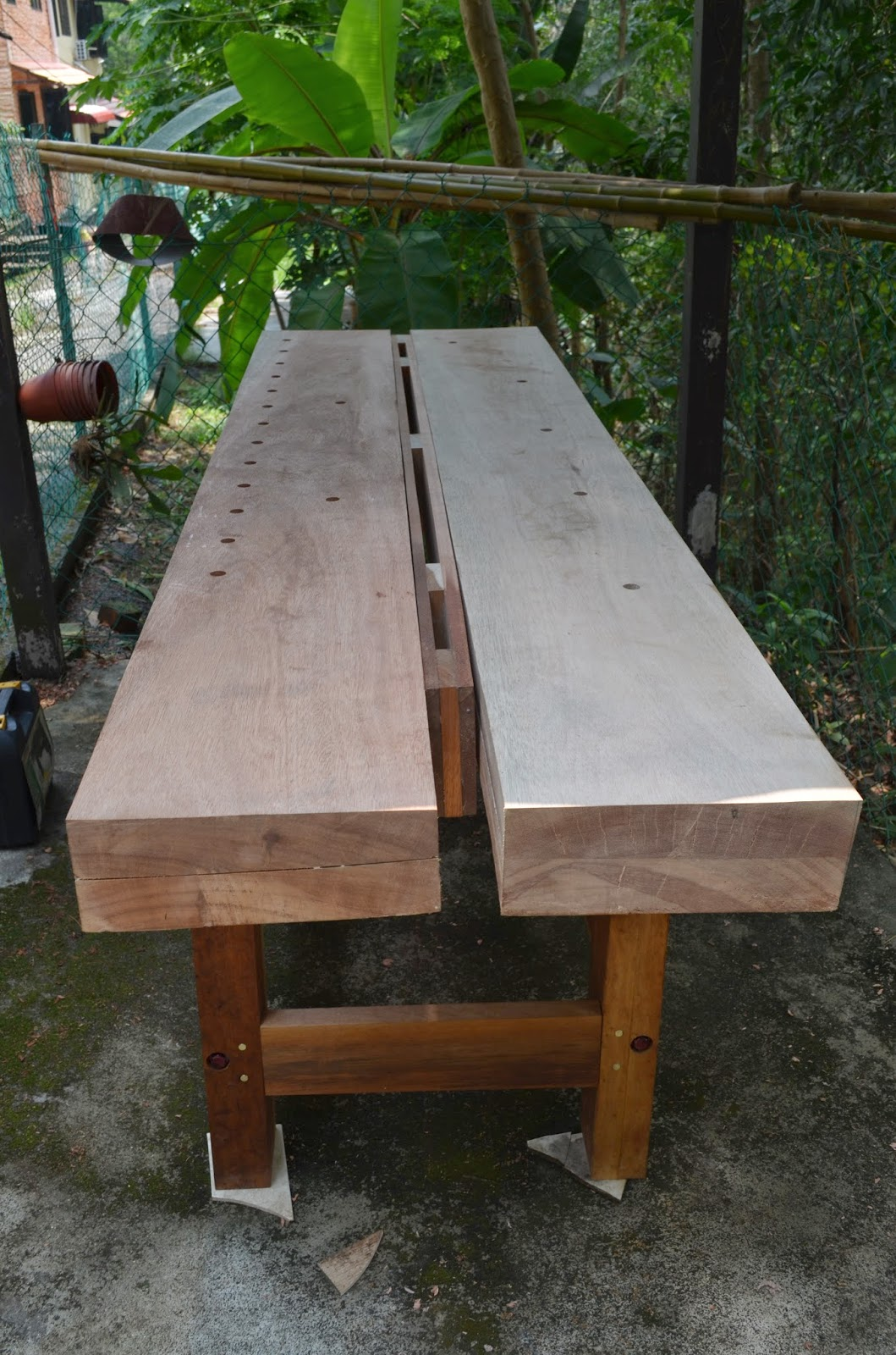 Sam's Tropical Roubo Workbench: March 2015
