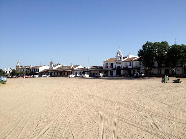 las calles de arena en El Rocío