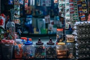 Toko Kelontong yang terpaksa harus bersaing dengan Retail Modern