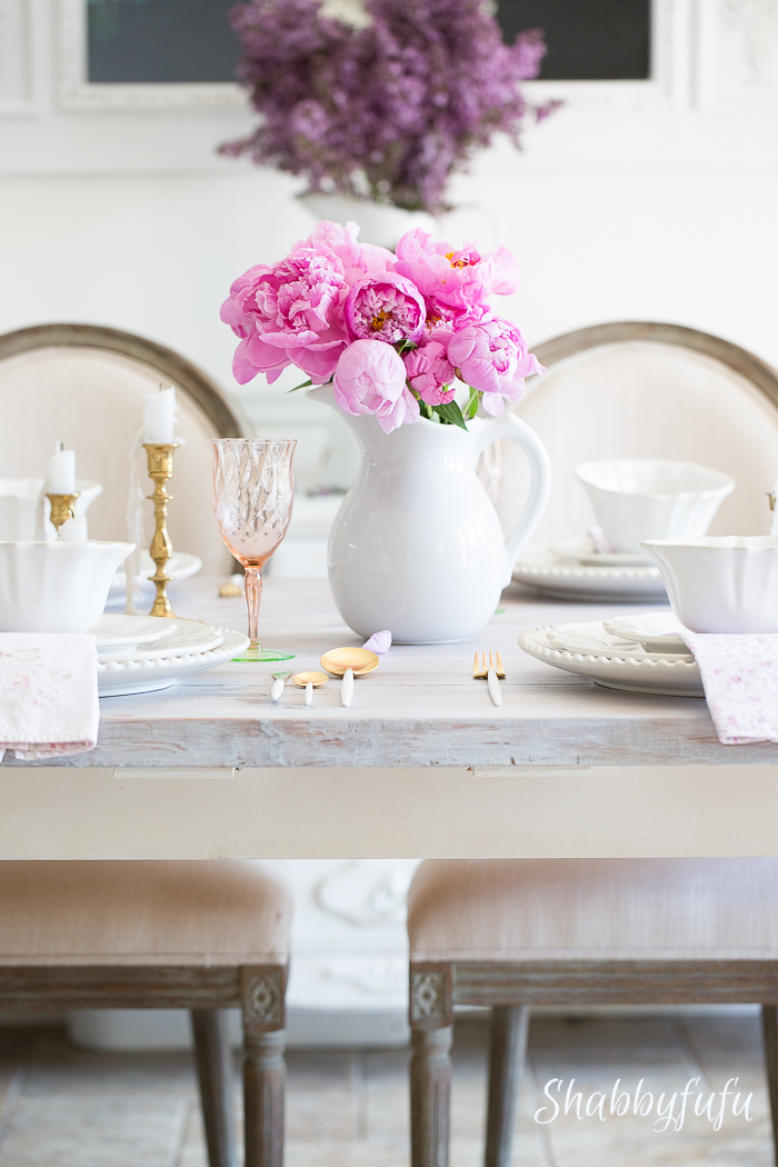 shabby-chic-white-pink-tablescape