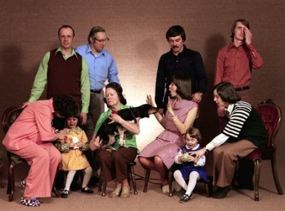 funny family pictures online news icon