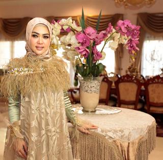 Model Baju Lebaran Syahrini 2019