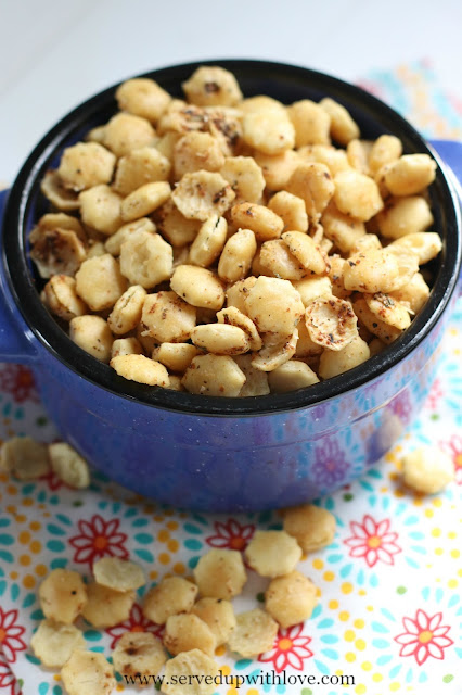 Seasoned Soup Crackers recipe from Served Up With Love