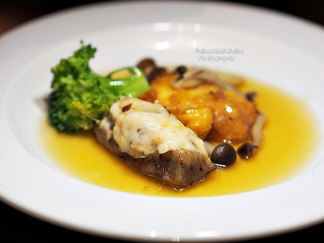 Stewed Stuffed Sea Cucumber With Shimeji Mushroom & Bean Curd