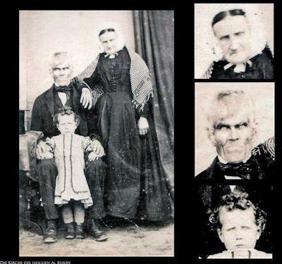 Schreckliches Familienfoto - hässliche Großeltern mit Kind