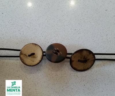 Actividad para niños: 3 pulseras con materiales reciclados