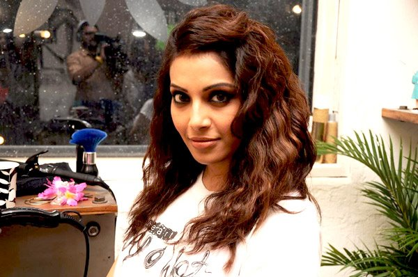 Bipasha Basu Bollywood Actress Biography, Movies List, Photos