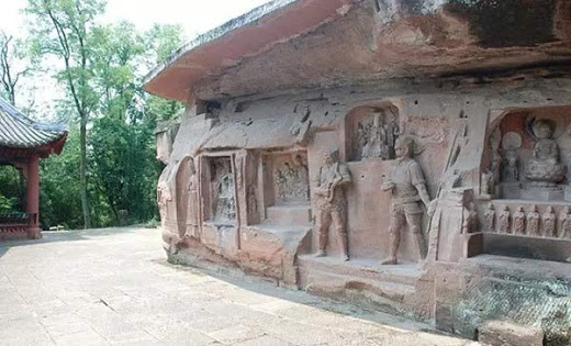 Estas dos estatuas han desatado controversia