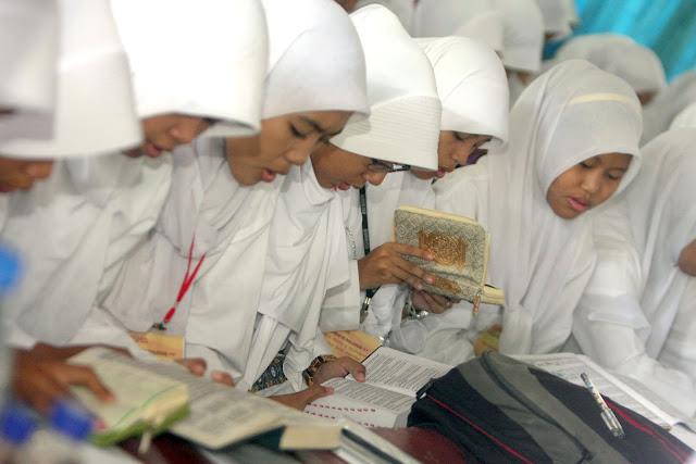 Saat Membaca Al Qur`an Tiba-Tiba Kentut, Bagaimana Hukumnya?