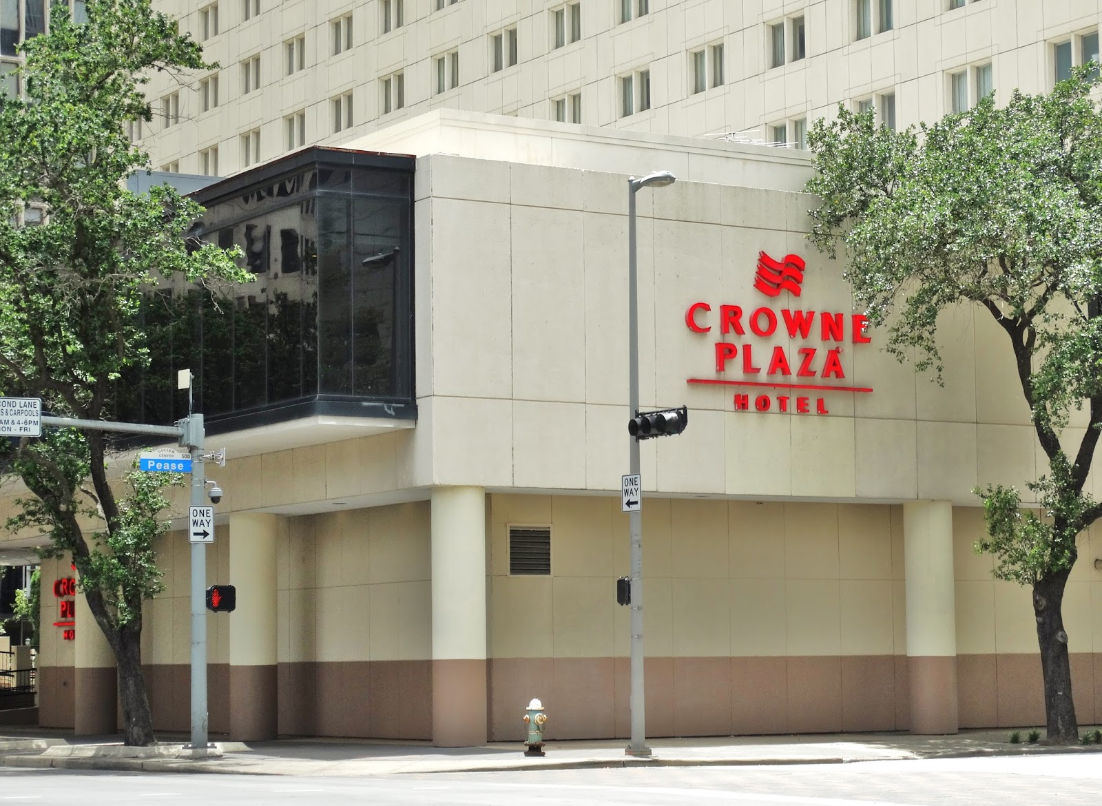 601 jefferson street houston tx 77002 - The Crowne Plaza Hotel At Cullen Center Linked To The Kbr Tower With Skybridge