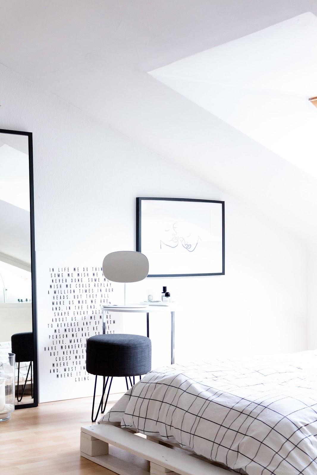 Interior | Eine neue Schminkecke mit dem Normann Copenhagen Flip Spiegel | www.sparklyinspiration.com