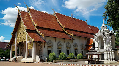 View of Wat Ho Tham, one of the temples inside Wat Chedi Luang