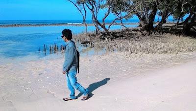 """""""Arief di pantai pasir putih aceh besar"""""""